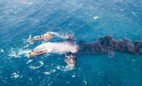 Под санкции США попали затонувший иранский танкер и закрывшийся банк