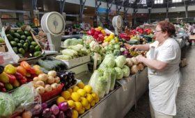 Овощи и фрукты подешевели в середине осени впервые за шесть лет
