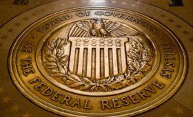 В сенате США потребовали от Трампа прекратить критику ФРС