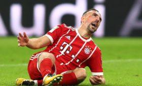 Игрок «Баварии» Рибери ударил журналиста после поражения от«Боруссии»