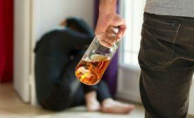 Ученые рассказали, какие люди склонны к насилию после выпивки