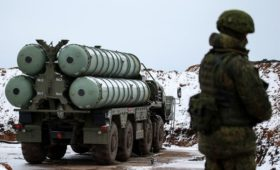 Мантуров рассказал об отказе от доллара в контрактах на поставки С-400