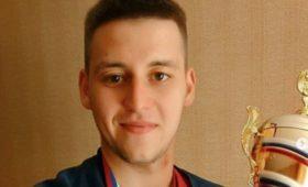 «Мнедолжны больше миллиона». Почему молодой волейболист покончил ссобой?