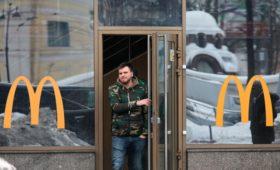 McDonald's к концу года разрешит получать заказ за столом по всей России