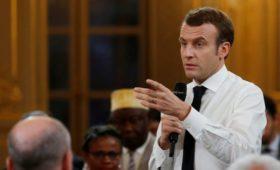 СМИ узнали о подготовке Макроном референдума по лозунгам «желтых жилетов»