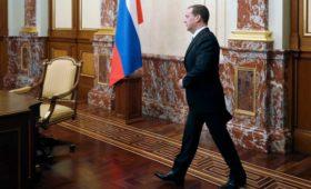 Медведев дал поручения вице-премьерам и восьми министерствам