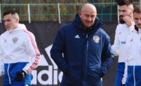 Черчесов ответил наслова Уткина овлиянии нафутболистов через агента