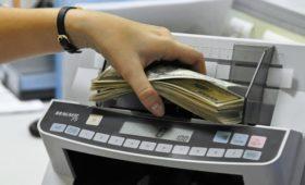 Минфин почти на 60% увеличит закупки валюты
