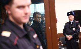 Поступил звонок: Кокорина иМамаева эвакуируют иззала суда