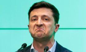 Штаб Зеленского счел сужение прав президента «ударом под дых» избирателям