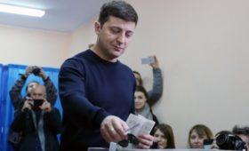 Зеленский сохранил лидерство после подсчета более 20% голосов