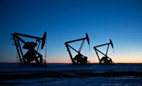 Добыча нефти в странах ОПЕК упала до минимума за пять лет