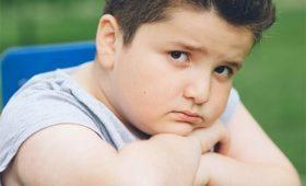 Дети, которых дразнят из-за избытка веса, чаще набирают еще большую массу тела