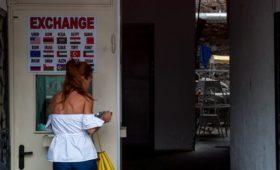 Нацбанк Грузии отказался поддерживать курс лари после рекордного падения