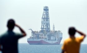 Макрон потребовал от Турции отказаться от «незаконной активности» у Кипра