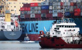 Доля доллара в оплате экспорта из России в Китай впервые упала ниже 50%