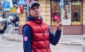 Российский хоккеист защитил девушку иумер
