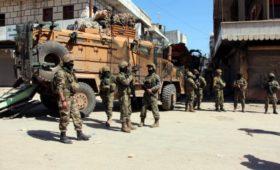 СМИ сообщили о стягивании турецких военных к границе с Сирией