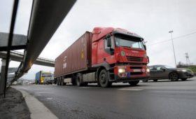 Помощник Путина допустил запрет движения грузовиков по МКАД с 2021 года