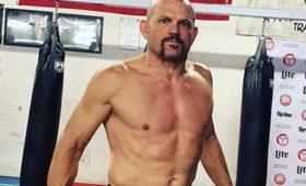 Бывший чемпион UFCпредставил уличную драку сМайком Тайсоном истал посмешищем