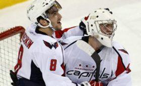 Российский вратарь Варламов признан первой звездой матча НХЛ