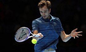Российский теннисист Медведев уступил Надалю вматче Итогового турнира АТР