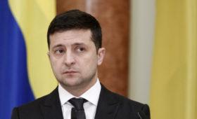 Киев отправит на саммит в Париже «вооруженного информацией» Зеленского