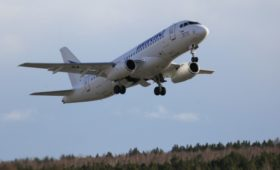 Производитель SSJ100 подал иск почти на ₽1 млрд к иркутской авиакомпании