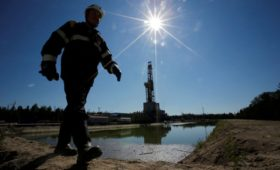В Кремле отказались признать падение цен на нефть катастрофическим