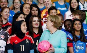 Чемпионат Германии пофутболу возобновят вконце мая