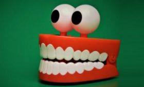 Разработан зубной протез, защищающий десны от патогенных микроорганизмов