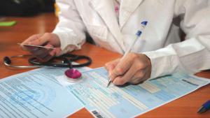 Минздрав запускает систему, которая будет выявлять поддельные больничные и справки